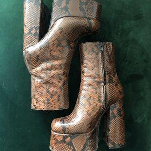 JEFFREY CAMPBELL Widow Platform Chunky Heeled Boot